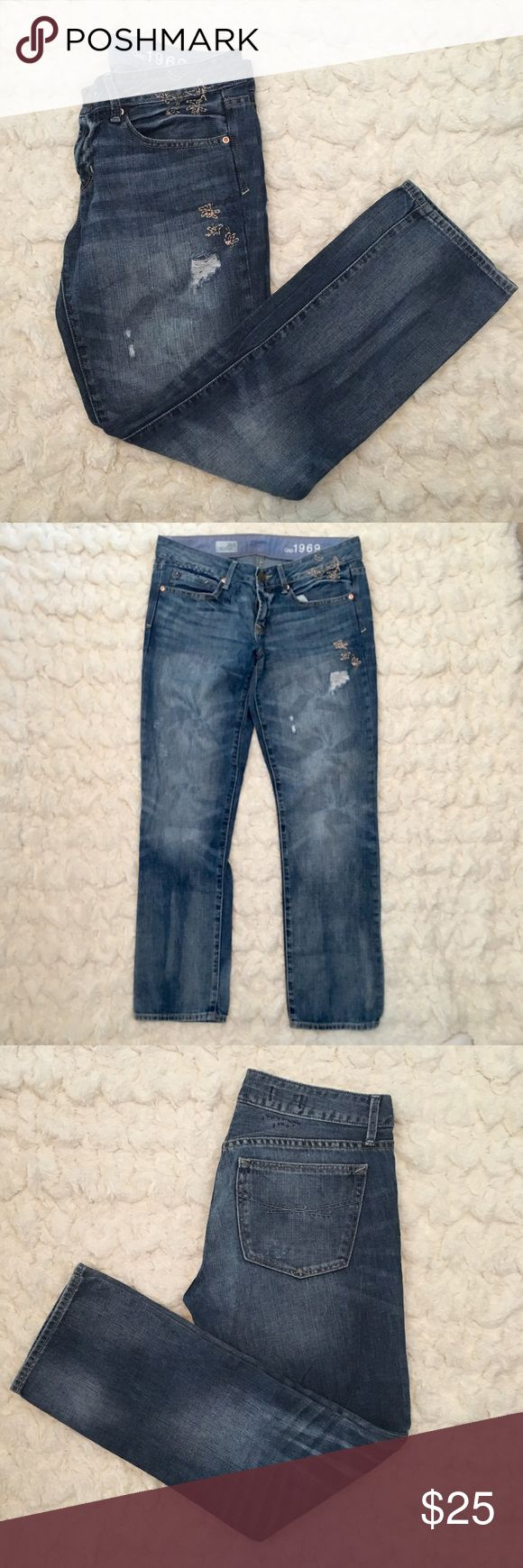 "Gap ""real straight"" Women's Ankle Jeans Gap Women's ""real straight"" ankle jeans. Slight distressing and embroidery details. Great condition worn less than 3 times! Size 6 GAP Jeans Straight Leg"