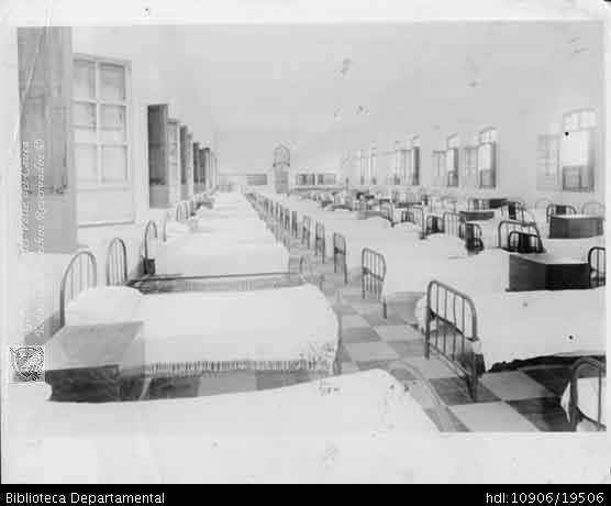 FOTO MULT. Internado del Colegio, San Juan Bosco, dormitorio de los primeros alumnos. SANTIAGO DE CALI 1940: Biblioteca Departamental Jorge Garces Borrero,