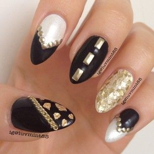Black and gold nails <3