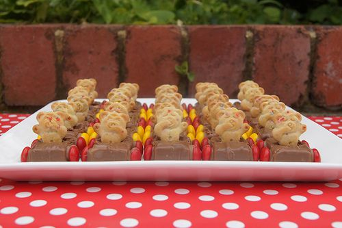 A gorgeous birthday party treat to make for the kids. Teddy Bear Cars