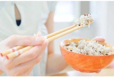 L'huile de coco réduirait de moitié la valeur calorique du riz