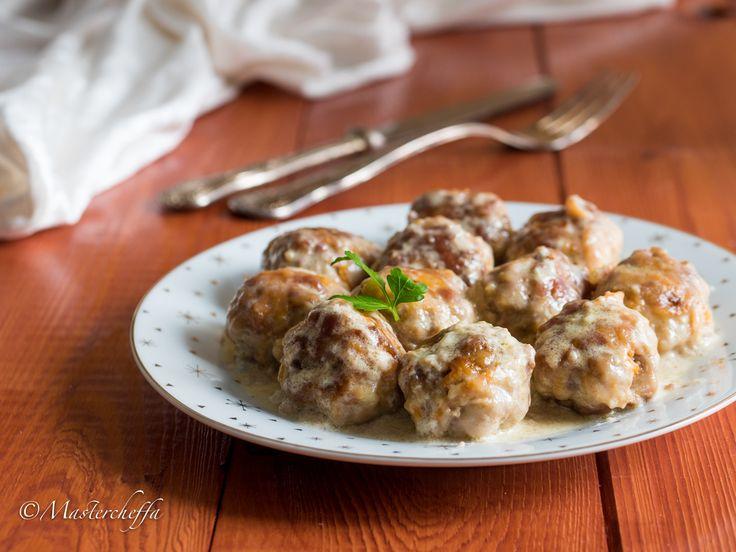Le polpette di carne e zucca cotte in una saporita salsa al gorgonzola hanno un gusto intenso ma raffinato e sono tenerissime, ecco come si preparano!