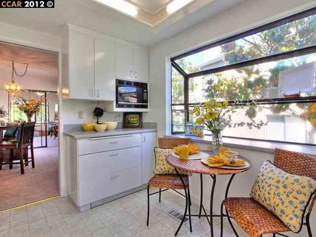 3478 Rossmoor Pkwy #4, Walnut Creek, CA 94595  love the punched-out kitchen window