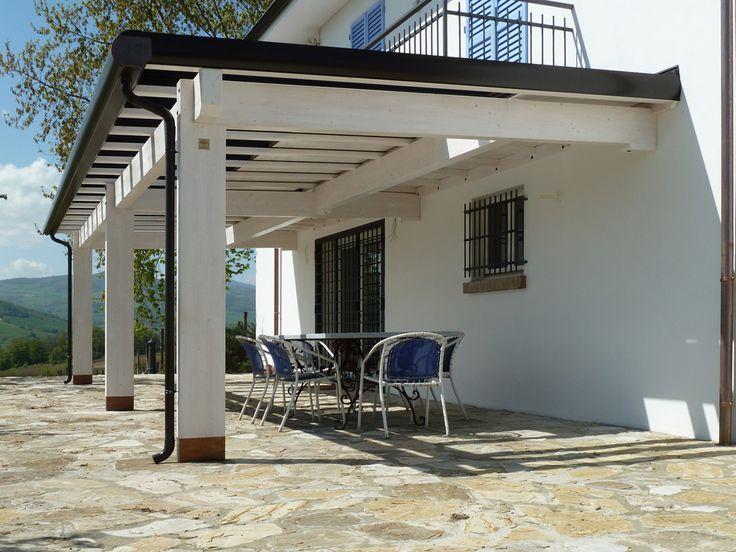 Pergola PiùCielo realizzata con pannelli oscuranti. Nella tonalità bianca è indicata per impreziosire il vostro giardino/terrazza vista mare, ma non solo...