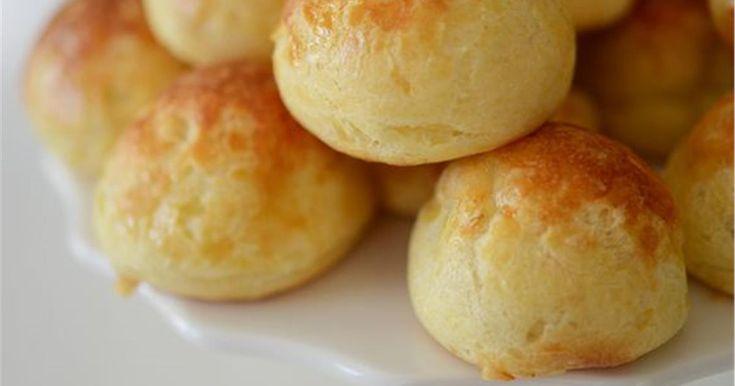 Υλικά 1 συσκευασία(500γρ) αλεύρι που φουσκώνει μόνο του 1 κύπελο γιαούρτι (200γρ) 2αυγά 300 γραμμάρια τυρί τη..