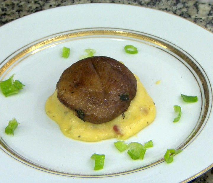 Cogumelos Recheados de Mash Potatoes com Cinco Queijos e Raspas de Bacon
