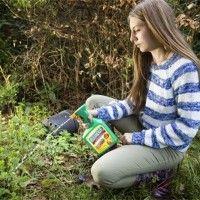 Onkruidverdelger zelf maken is goed mogelijk. Je maakt het van gewone huishoudelijke artikelen en is een zeer effectieve manier om je gazon onkruid vrij te maken.