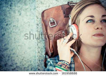 Beautiful Young Blonde Hipster Woman Listening Music In Urban Landscape Identificación de foto en stock: 161958686 : Shutterstock