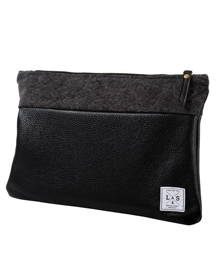 Abyss Network Clutch La borsa a mano da uomo è realizzata in pelle e Canvas, capace di donare eleganza e particolarità ad un accessorio facile da abbinare grazie alla semplicità delle sue linee e alla praticità delle tasche interne porta Tablet, Smartphone.