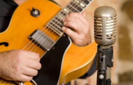 """""""Christmas Live Show al Legend Club""""  h.21.00 in data 21 dicembre Prenota la camera http://www.bedinmilano.com/it/"""