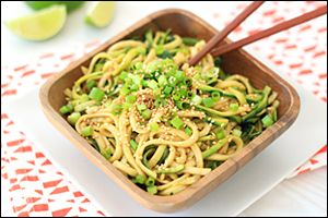 Give your oven (and yourself!) a break… Make these no-cook sesame zucchini noodles for dinner tonight! Just 137 calories for the whole recipe!