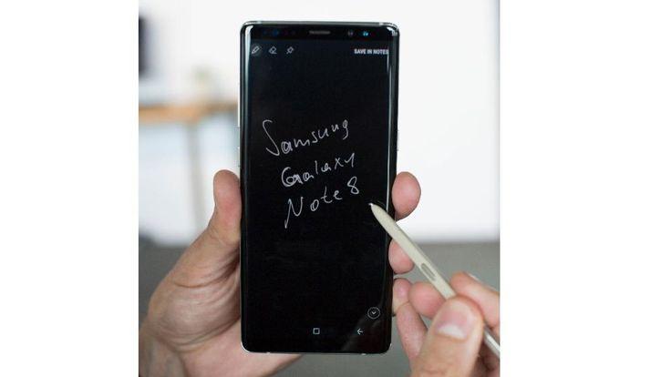 Mit dem Stift lassen sich auch auf dem ausgeschalteten Note 8 eigene Notizen schreiben