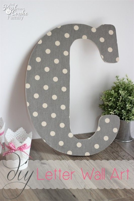 My outdated and bare walls need an update on a dime. This cute monogram DIY wall art is perfect for my budget and time! So cute! #DIY #WallA...