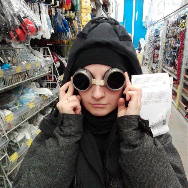 На выходных вдохновлялись в строительном магазине. #подшлемник #очкисварщика #русскиедизайнеры #russiandesigner #pinterest #postapocalyptic