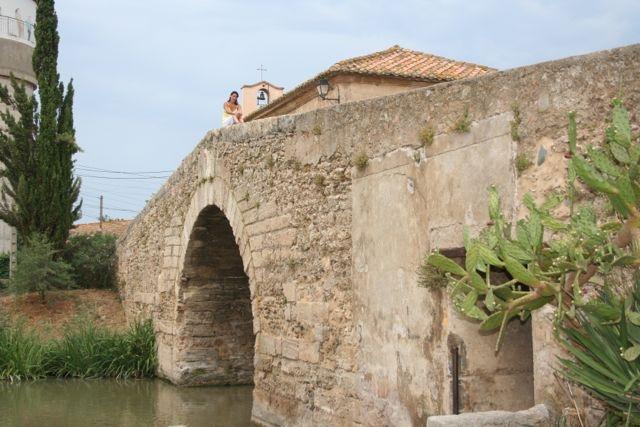 Un bonito puente en una de las pequeñas poblaciones.