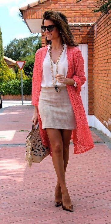 Te quiero compartir unos outfits muy padres para que tengas muchas opciones a la hora de vestir son ideales para todas las edades pero te los comparto con el punto de que las mujeres de edad madura vean que tambien pueden usar este tipo de looks, ya que se adaptan perfectamente a cada tipo de edad y personalidad, digamos que son looks neutros, te hacen ver formal pero a la vez con toques fashionistas.