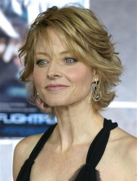 Short Haircuts for Older Women 9