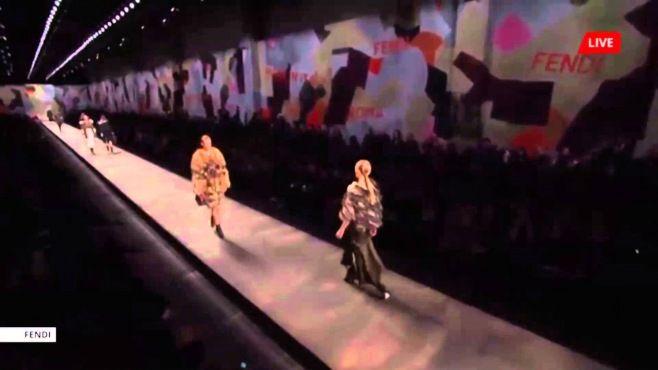 Fendi - Milano Sonbahar Kış 2014 / 2015 Koleksiyonu - Fendi - sonbahar kış 2014 / 2015 modeller ile size göstermektedir