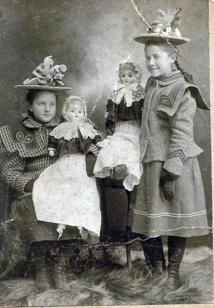 Cabinet card abt 1900. Dolls, hats, coat detail