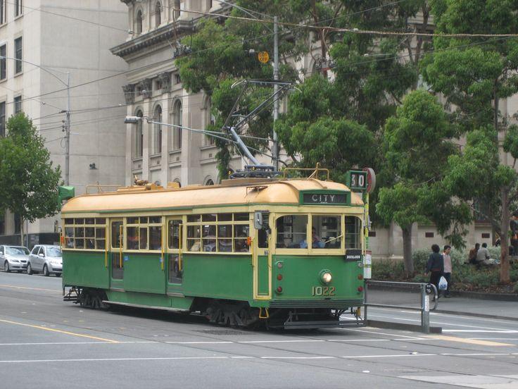 W7_1022_in_La_Trobe_St_on_route_30,_2008_(tram).jpg (2592×1944)