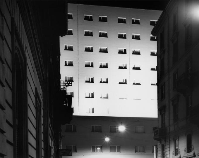 Luigi Moretti, dwelling building, Vía Corso, Milan, Italy (1956). By Gabriele Basilico.