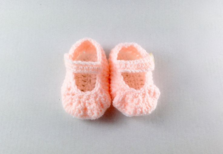 Crochet baby shoes, baby girl, Mary Janes, shoes with strap, Baby Shower gift, Baby photo prop, Dolly shoes, any colour, newborn to 6 months by MummysLittleGemUK on Etsy