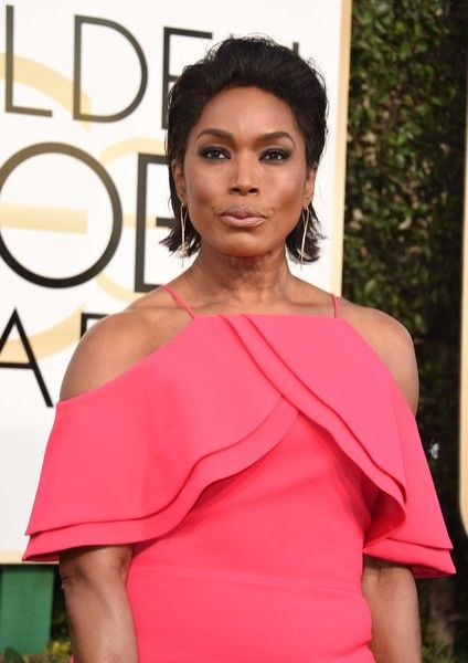 Angela Bassett Photos Photos - Angela Bassett arrives at the 74th annual Golden Globe Awards, January 8, 2017, at the Beverly Hilton Hotel in Beverly Hills, California.  / AFP / VALERIE MACON - 74th Annual Golden Globe Awards - Arrivals