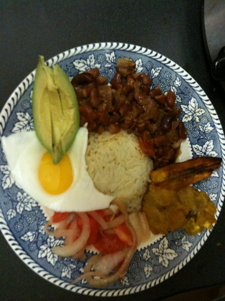 This Ecuadorian menestra recipe is from the laylita blog.