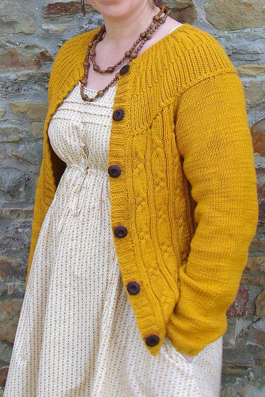 Robe Aubépine et son gilet moutarde laine #merinos #katia modèle #phildar http://www.5minpourcreer.com