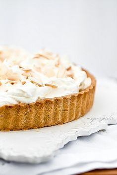 white chocOlate tart with almonds advocaat