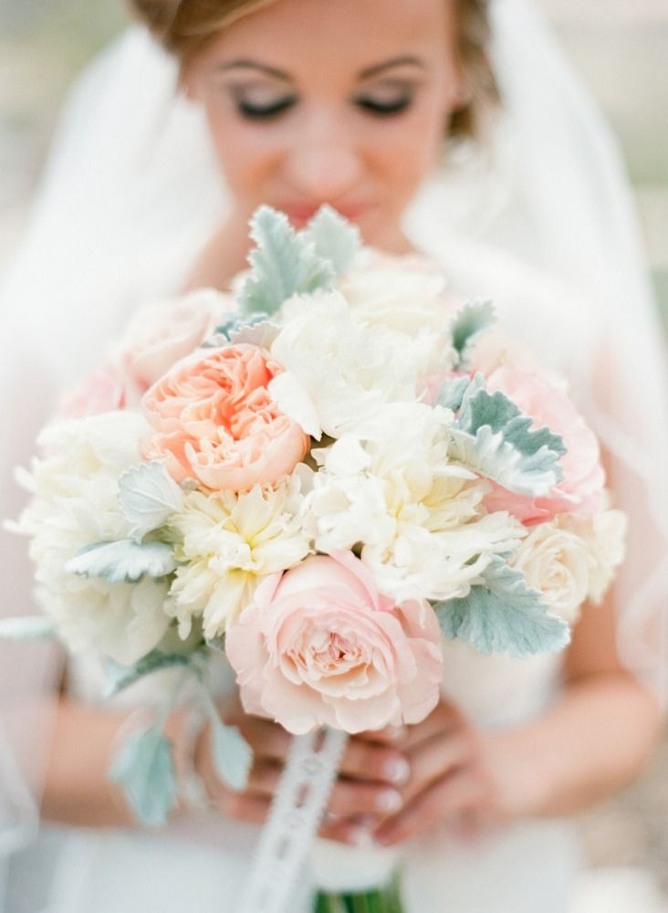Bridal Bouquet, Viridian Design Studio - Texas Wedding http://caratsandcake.com/alyciaandzach