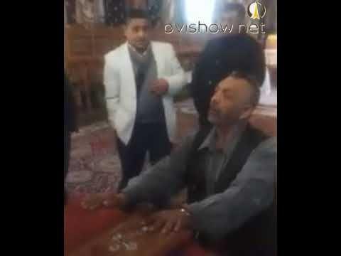 Un etnic rom jura in biserica