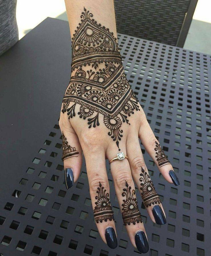 "Daily Henna Inspiration ✨ (@hennainspo_) on Instagram: ""prettyyy  // by @atlantahennaarts . . . . . . . . #henna #mehndi #whitehenna #wakeupandmakeup…"""