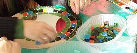 Es la técnica más simple y la más utilizada para realizar objetos en mosaico. Las teselas del mosaico son pegadas directamente sobre la supe...