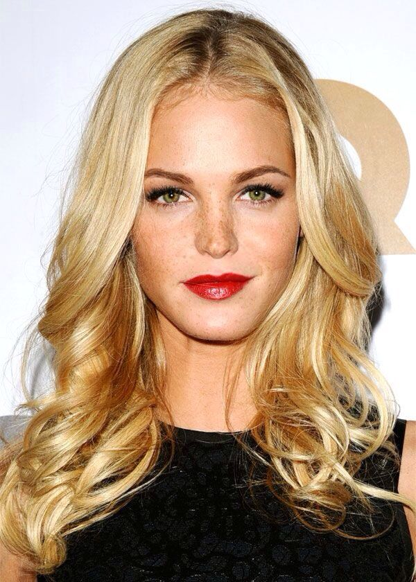 Great makeup, golden blonde, freckles, dark eyebrows, green eyes and red lippy!