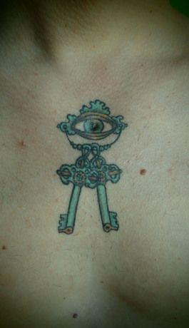 nirvana oeil clés inde cage thoracique thorax tatouage dessin originale dolphins tattoo l'encreur d'échine blois