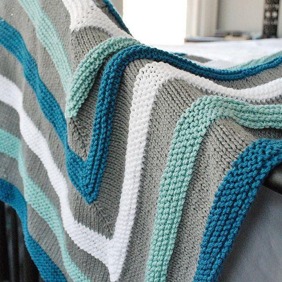 mavi gri çizgili örgü battaniye modeli