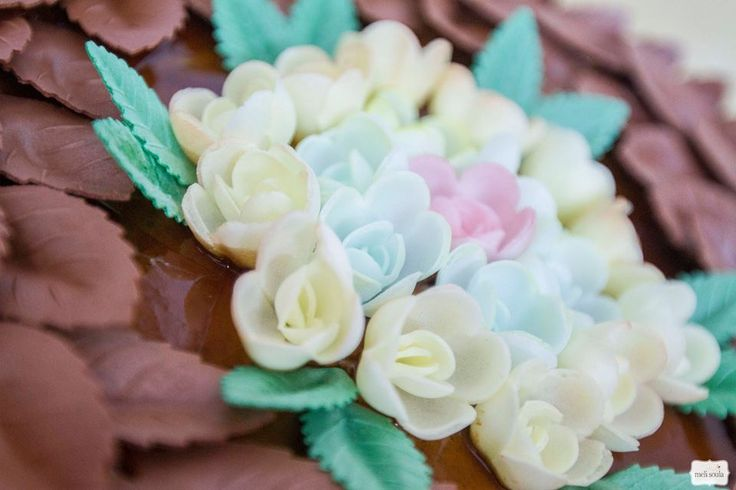 3d cake with chocolate leaves