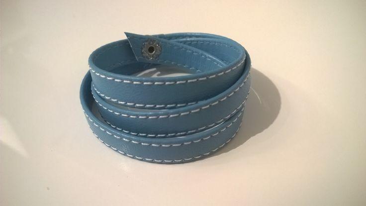 Bracciale in pelle 3 giri azzurro con cuciture