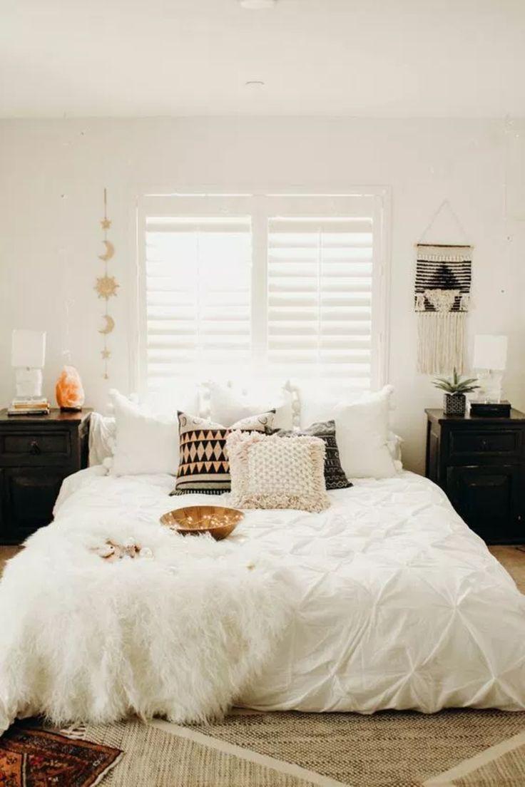 51 Boho Chic Bedroom Ideas Modern Bohemian White Glam Bedroom