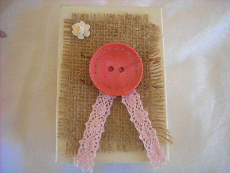 ορθογώνιο κουτάκι με λινάτσα, μεγάλο κουμπί και δαντέλα
