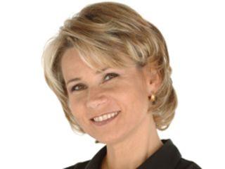 Après avoir décroché son diplôme d'attachée de presse à l'EFAP, Nathalie Rihouet commence à présenter le bulletin météorologique du premier journal télévisé de La Cinq, présenté par Jean-Claude Bourret, en septembre 1987. Elle est également reporter pour la chaîne, et...