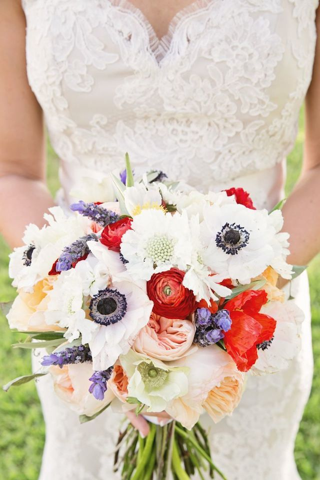Patriotic bridal bouquet | Mint Photography | see more on: http://burnettsboards.com/2014/07/patriotic-bouquet-matching-wedding-invitations/