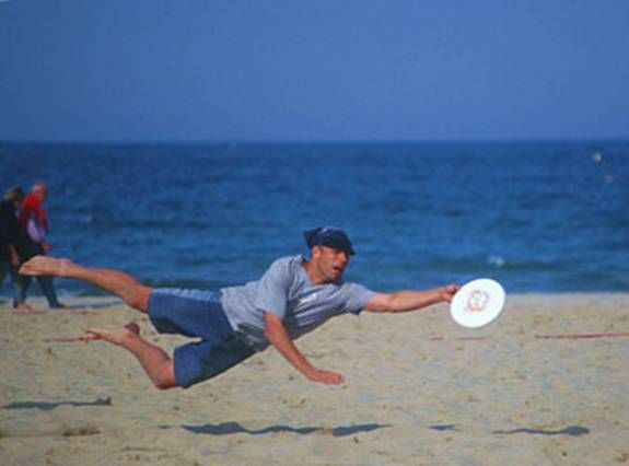 Who doesn't love playing with a frisbee? And what better place to throw around than at the beach?