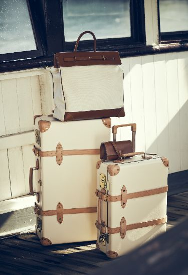 The Globetrotter #vintage trunk style.