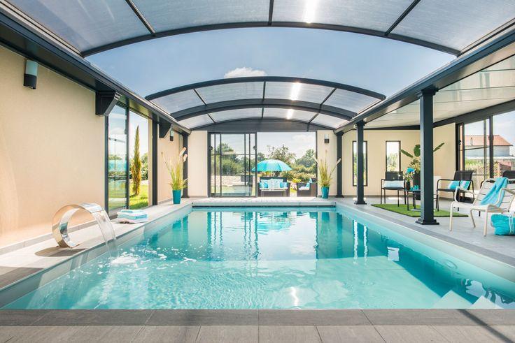 #abri #piscine dôme #UP avec espace de vie : #salon et #détente