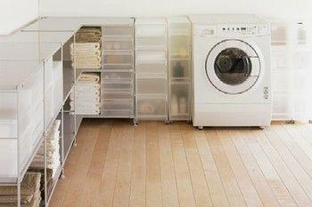 無印良品はなんと家具もモジュールが統一されているのだそう!こんなに美しく洗濯機も収まっています。