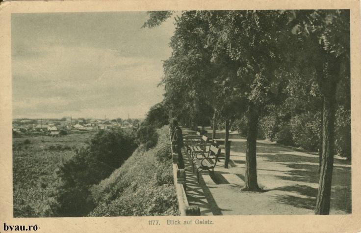 """Grădina publică, Galati, Romania, anul [193_?], http://stone.bvau.ro:8282/greenstone/collect/fotograf/index/assoc/J1FI1889.dir/1FI1889.jpg.  Imagine din colecţiile Bibliotecii Judeţene """"V.A. Urechia"""" Galaţi."""