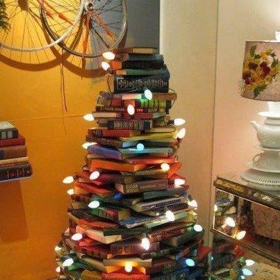 Kerstboom van boeken.