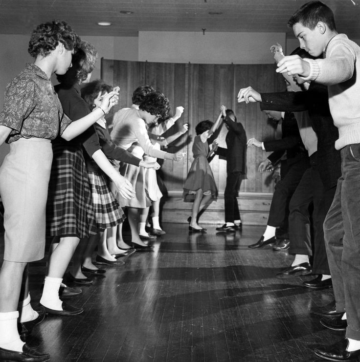 The newest dance in 1958 was The Stroll and it remained popular for a good 5 more years after
